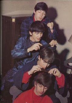 Paul McCartney, George Harrison, John Lennon, and Ringo Starr Foto Beatles, Beatles Funny, Beatles Love, Les Beatles, Beatles Photos, Beatles Band, Ringo Starr, George Harrison, Stuart Sutcliffe