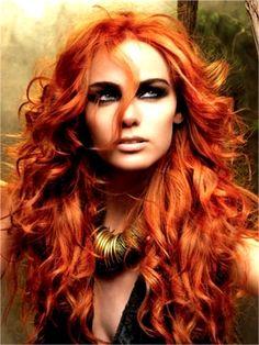 Le look pour un shooting, le roux des cheveux et le collier... Pleins d'éléments intéressants pour un shooting!
