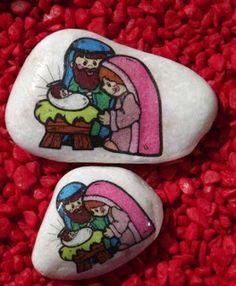 Presépios em pedras.  Rocks, Stones, Pebbles decorated with Nativity scene.