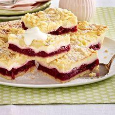 Leckere Rezepte: Käse Streuselkuchen vom Blech mit Kirschkompott