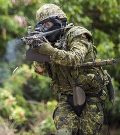 Canadian Pattern caWelcome to Emersongear( http://www.aliexpress.com/store/2092006 ),let us fight together. You can find Helmet,Velcro Patch,Mask,Scarf,Kneepad,Belt,Goggles,Vest,Pouch,Bag,and so on there.dpat