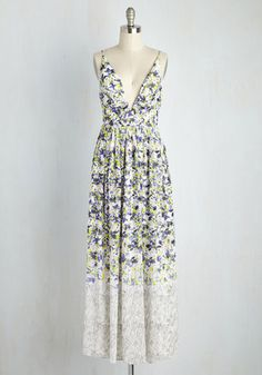 In this floral maxi dress, you put the 'muse' in 'museum'. Like an ethereal Monet masterpiece, this chiffon frock is painted with indigo, lilac, citron, and clover hues, extending down to a black and white, sketch-like print. Combining with its pleated bust and structured, plunging V-neck, this dress is one onlookers will ponder and praise!