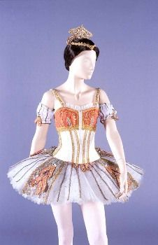 Don Quijote by Barry Kay, 1973. Australian Ballet. www.theworlddances.com/ #costumes #tutu #dance