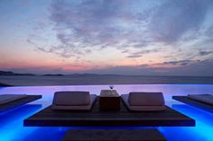 The #Amazing #CavoTagoo #Hotel Wishing Everyone a nice and relaxing evening.. Cheers from #Bluecollection #Mykonos #Greece !!! http://www.bluecollection.gr/en/rentals.asp