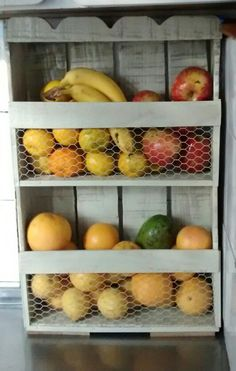 Frutera hecha con cajon de verduras Pallet Crates, Wooden Crates, Diy Kitchen, Kitchen Decor, Kitchen Sets, Diy Pallet Furniture, Small Furniture, Mexican Restaurant Decor, Diy Shows