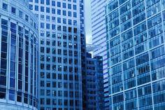 Cómo disponer los muebles de la oficina: El diseño de una oficina es una de las cuestiones que mayores controversias plantean a la hora de poner en marcha este espacio de trabajo. Ello se debe tanto a las funciones que se cumplen en este lugar como a la imagen y expresión que se pretenden ofrecer a las vistas que la misma reciba, entre las que destacan posibles clientes e inversores de la organización.