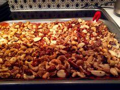 INGRÉDIENTS 1 t noix de cajou 1 t amande grillés 1 t pacanes grillés 1 t noisettes sans peau 1/2tasse de sucre 1/3t beurre fondu 1 c. à c. gingembre moulu 1c. à c. cannelle moulu 1 c. à c. sel 1…