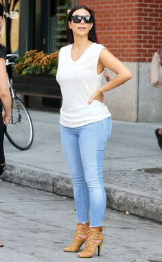 Kim Kardashian shows off her casual summer style!