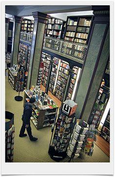 Book shop. at Ciudad Vieja  [Photo taken by Gonzalo Viera Azpiroz]