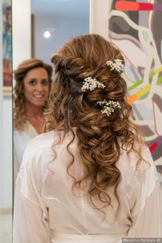 Acconciatura da sposa per capelli ricci  matrimonio  nozze  sposi  sposa   accessorisposa 04576b223e2