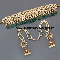 Kundan and pearl choker Indian Jewelry Sets, Indian Wedding Jewelry, India Jewelry, Bridal Jewelry, Indian Bridal, Hyderabadi Jewelry, Jewelry Accessories, Jewelry Design, Designer Jewellery