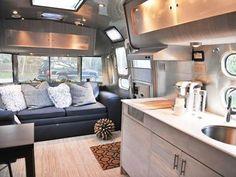 "3,248 curtidas, 25 comentários - Tiny Homes🏠 (@tiny.homes) no Instagram: ""Love this modern interior in this mobile home! 😍"""