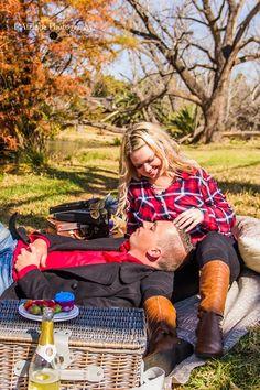 Photo shoot Daniel Meyer Photographer Winter picnic engagement