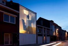 narrow-house-fachada-vidrio
