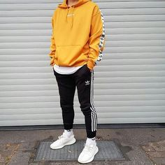 "Give a fee to this Adidas outfit? 👇 ➖➖➖➖➖➖➖➖➖➖ ""Observe us for extra posts like this"". Hoodie Outfit, Streetwear Mode, Streetwear Fashion, Hypebeast Outfit, Sneaker Outfits, Yellow Hoodie, Sneakers Mode, Sneakers Adidas, Casual Outfits"