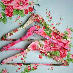 DIY DECOUPAGE IDEAS: fabulous #floral clothes hangers for the #closet using fabric + #modpodge