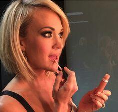 Carrie Underwood short hair 2016