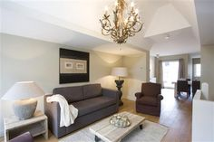 City centre vip 5 is a beautiful and luxurious apartment extending to 125m2 and arranged over two levels. Sleeping up to six, the apartment is centrally located in the heart of the canal belt and is convenient for all city centre attractions.