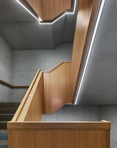 Dreifachturnhalle _Sous-Ville_ in Avenches VD Stairs Architecture, Light Architecture, Interior Architecture, Open Staircase, Staircase Design, Modern Stairs, Modern Buildings, Architectural Lighting Design, Stair Handrail