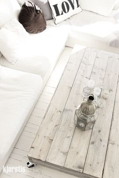 nice coffee table in white living room. Decor, Scandinavian Home, House Styles, Pallet Wood Coffee Table, Home And Living, Home Living Room, Home Furniture, Coffee Table, Home Deco