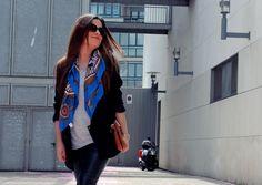 Streetstyle: Leather pants + vintage scarf + heels