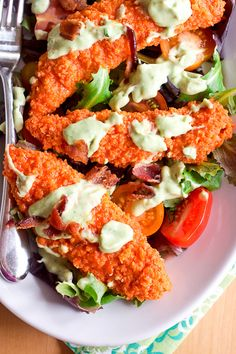 This deceptively healthy baked buffalo chicken salad w/ creamy avocado ranch dressing is on the table in about 30 minutes. Quick weeknight dinner for sure! I Love Food, Good Food, Yummy Food, Recetas Light, Cooking Recipes, Healthy Recipes, Simple Recipes, Quinoa, Avocado Ranch