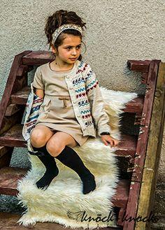 Asymetryczy sweter, luźny fason, casualowy styl. Do kupienia na: mail: knocknock.fashion@gmail.com fb: https://www.facebook.com/pages/knock-knock-fashion/230430617163127?ref=hl instagram: http://instagram.com/knock_knockfashion# #fashionkids #kidsfashion