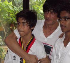 """""""@SedShah: @Omg SRK this one too super pic. both r looking so energical:) pic.twitter.com/n2PeEeBXxk"""""""