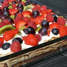 Sommertærte med vanillecreme og frugt is part of Pastry cake - Mexican Food Recipes, Dessert Recipes, Pecan Pie Cheesecake, Chocolate Zucchini Bread, Cooking Cookies, Apple Desserts, Pastry Cake, Dinner Is Served, Cakes And More