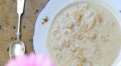 lane kluski zdrowsze   Na jedną porcję śniadaniową: solidny kubek mleka migdałowego, kupne lub przepis tu 1/3 łyżeczki korzennej przyprawy (u mnie masala tea ale może być piernikowa) 3-4 łyżki mąki orkiszowej (mieszam typ 2000 z 700-setką) łyżka migdałów bez skórki (gniotę je w moździerzu) szczypta różowej soli