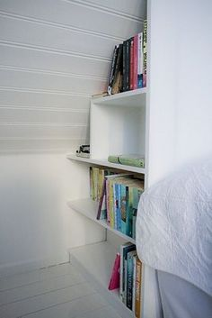 great idea for those dutch attic rooms.. might try to make shelves for our books in a corner....