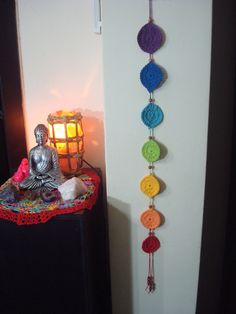 Chakras and crochet. Diy Tricot Crochet, Crochet Home, Crochet Wall Hangings, Crochet Decoration, Wood Painting Art, Knit Picks, Handmade Clothes, Crochet Projects, Hand Knitting