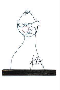 Caricatură Horatiu Mălăele, fir continuu de sârmă, lemn vintage și acriic, înălțime 35 cm. web: www.artbending.ro