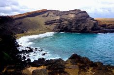 How about visiting Green Sand Beach (Papakolea) in Hawaii? One of only two green sand beaches in the entire globe! See why this is a must destination. Green Sand Beach, Paradise Pictures, Beyond The Horizon, Beaches In The World, Beach Blanket, Big Island, Travelling, Tourism, Viajes