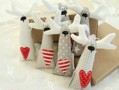 Most current Absolutely Free Xmas crafts sewing Concepts Having a nights Christmas time art thought brainstorming. It is 5 times prior to Christmas. Christmas Projects, Felt Crafts, Holiday Crafts, Fabric Crafts, Sewing Crafts, Christmas Makes, Felt Christmas, Handmade Christmas, Christmas Holidays