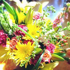 beautiful deluxe bouquet, love the colors, love the flowers, just love love love