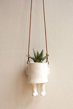 Ceramic pot-Hanging @ Wacamole Ceramic