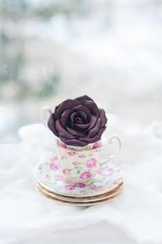 DIY: How To Make Modeling Chocolate Roses, Tutorial...this is a step by step tutorial with lots of pics. She makes it look fairly easy, will definitely try this!