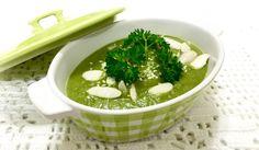 Chuva, frio e caldo verde. Tem combinação melhor? A maioria das sopas usam batatas, inhame ou mandioca, que são deliciosas e dão cremosidade. Mas se você quer uma refeição mais leve, esse caldo verde é feito menos de 20 minutos, low carb, quentinho e maravilhoso. Ingredientes 1/2 cebola média picada; 1 abobrinha pequena cortada em…