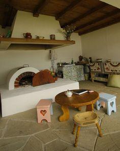 Și-au făcut casa din Prahova după un model tradițional muntenesc de la Muzeul Satului   Adela Pârvu - Interior design blogger House Design, Traditional, Interior Design, Bed, Romania, Diy Sauna, Furniture, Home Decor, Wood Ceilings