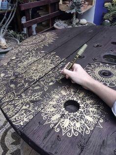 Die Künstlerin Stephanie Möller stammt aus Lima - Peru 🇵🇪, besser bekannt als Nala . The Artist Stephanie Möller is from Lima - Peru 🇵🇪, better known as Nala is a self-taught artist who specializes in the personalization of…, Hand Painted Furniture, Paint Furniture, Repurposed Furniture, Furniture Projects, Furniture Makeover, Diy Projects, Furniture Making, Deco App, Wood Art