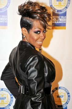 Tichina Arnold Hair - looking at the colour combo, not hair style, these 2 colours work extremely well together