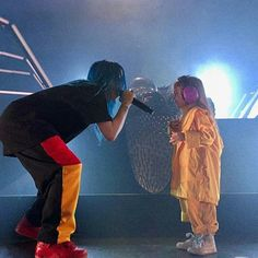 This image shows Billies Compassionate nature and her respect and kind hearted personality ; where she is seen to be performing with a young fan. Billie Eilish, Queen, Favorite Person, Music Artists, Famous People, Love Her, Celebs, Guys, Idol