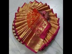Thali Decoration Ideas, Diy Diwali Decorations, Indian Wedding Decorations, Wedding Gift Baskets, Wedding Gift Wrapping, Coconut Decoration, Diy Fashion Hacks, Gift Wrapping Techniques, Indian Wedding Gifts