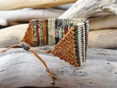 Jewelry Knots, Macrame Jewelry, Macrame Bracelets, Handmade Bracelets, Handmade Jewelry, Wire Crochet, Jewelry Model, Micro Macrame, Loom Weaving
