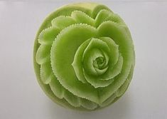 Carving of the fruit. ( Rose & heart of the melon) Veggie Recipes, Cooking Recipes, Veggie Food, Cooking Tips, Vegetable Carving, Edible Arrangements, Chocolate Art, Fruit Art, Edible Art