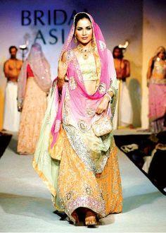 Mehndi Dresses of Pakistan 11