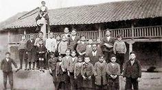 Escolares de Sueros a principios del siglo XX. Foto Ignacio Redondo/ La Cepeda en Blanco y Negro. Light And Shadow, Fair Grounds, Antique Photos, Black And White