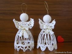 Knitting Patterns Christmas Photo only - Salvabrani Crochet Christmas Ornaments, Christmas Crochet Patterns, Crochet Snowflakes, Christmas Angels, Holiday Ornaments, Christmas Crafts, Crochet Angel Pattern, Crochet Angels, Crotchet Stitches