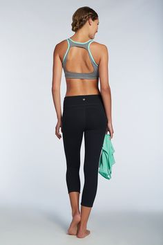 There's nothing more motivating than a look this cute. The Koia Sports Bra does it all and more, while the Embra Top features an open-back that's beyond trendy. Add the Lima and go! Santorini - Fabletics
